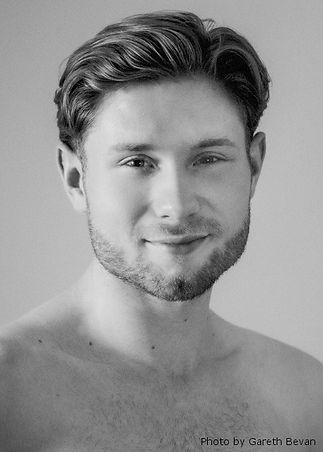 Graynor-Ty-headshot-lighter-by-Gareth-Be