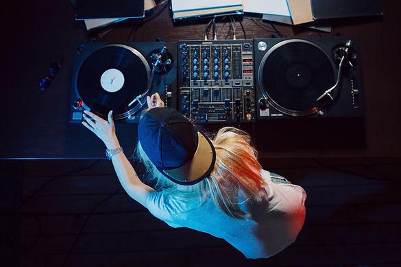 DJ femenina