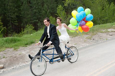 Big Sky Photographer - Balloon Couple