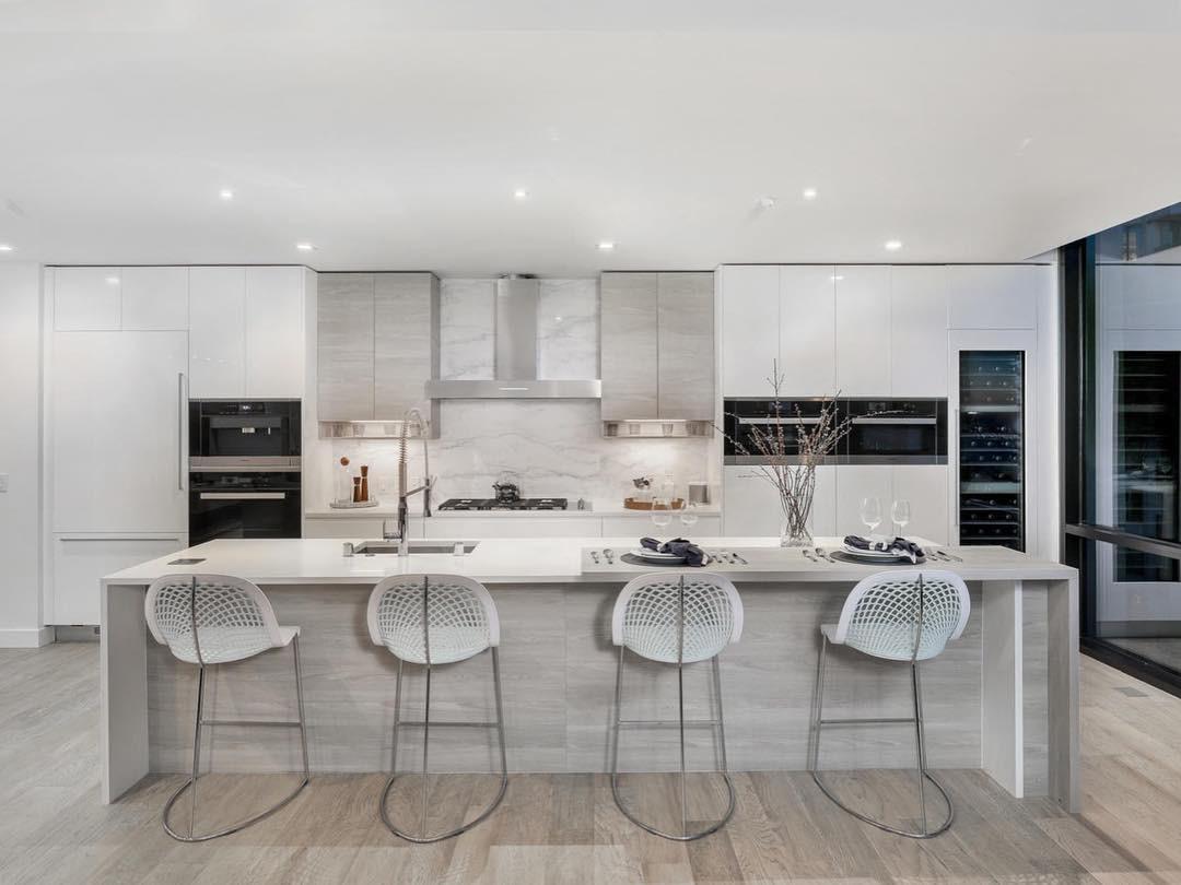 41 West - Kitchen