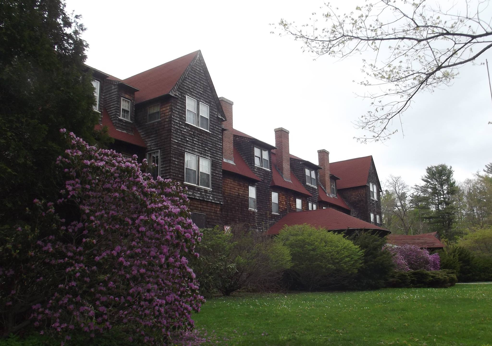 Nichewaug Inn side view photo in Spring Michele Cahill