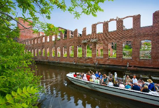 canal-tours-at-lowell