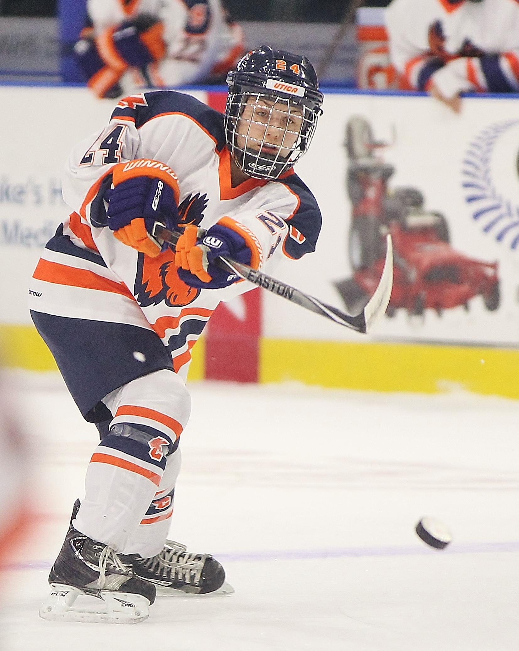 UC Women's Hockey Action