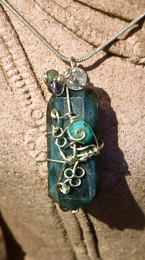 Moss Aquamarine: calming, clearing old patterns