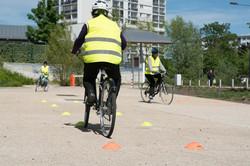 Les cours collectifs de la vélo-école centre-Essonne se déroulent au centre de la ville nouvelle de
