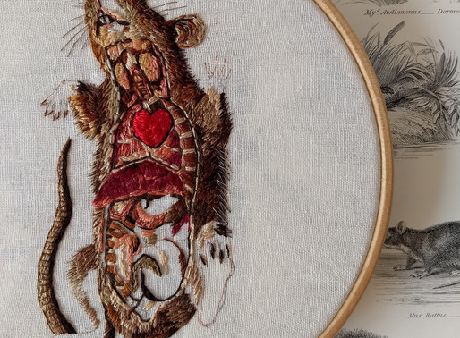 EMBROIDERED ANATOMY, JULIE CAMPBELL BRINGS AN ABUNDANCE OF DETAIL TO LIFE THROUGH STITCH