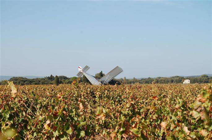 dimanche-a-11-h-30-un-pilote-d-ulm-s-est-accidente-sur-l-aero-club-de-visan-photo-le-dl.jpg