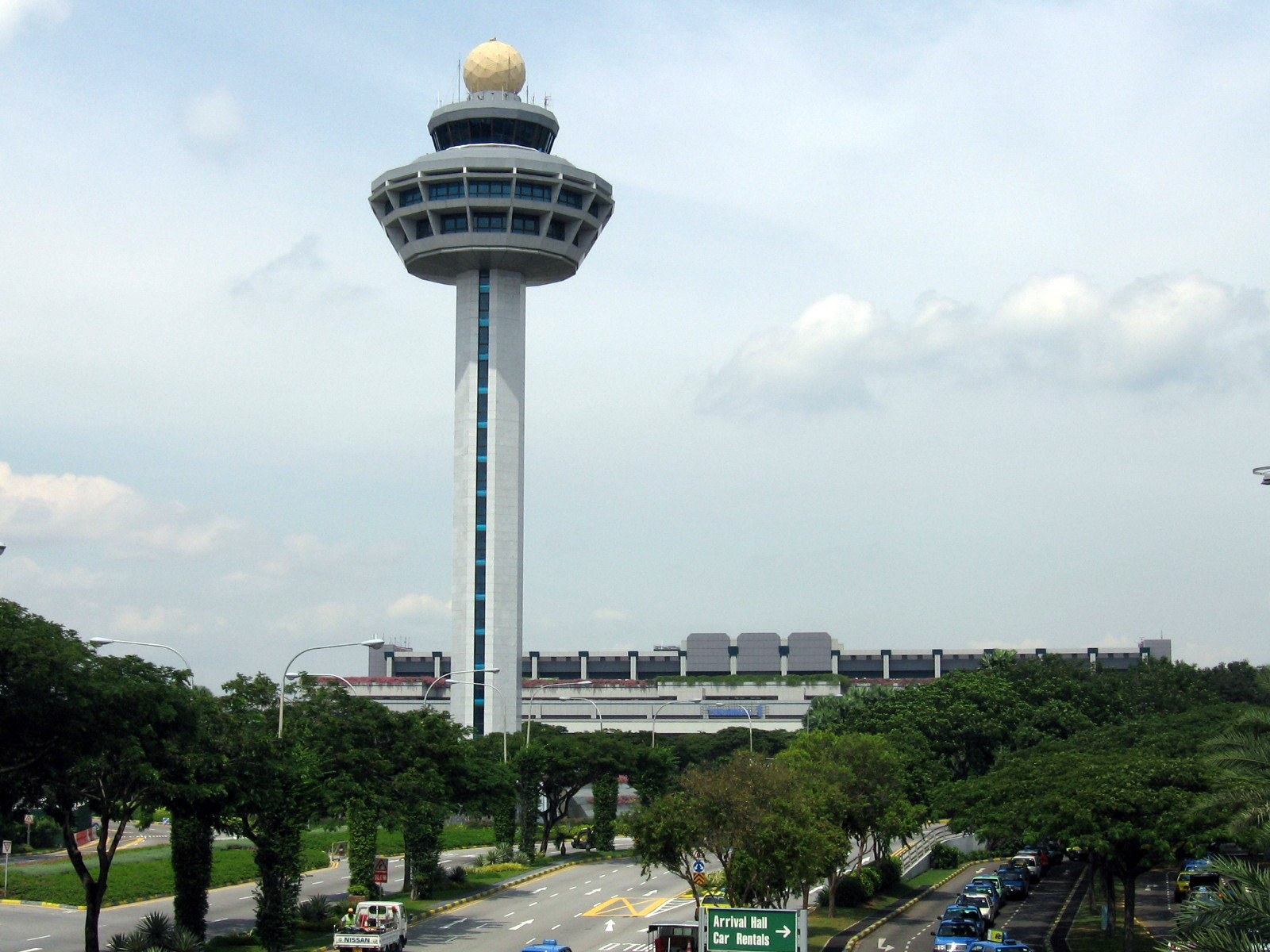 Singapore_Changi_Airport,_Control_Tower_2,_Dec_05.jpg