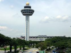 Singapore_Changi_Airport,_Control_Tower_2,_Dec_05.jpg