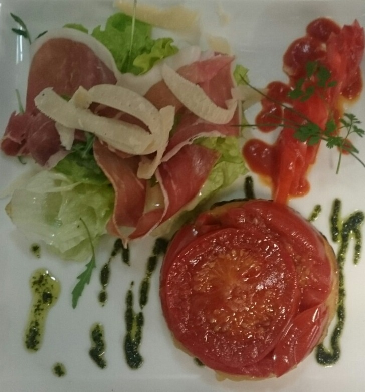 Tarte tatin de tomates à la toscane
