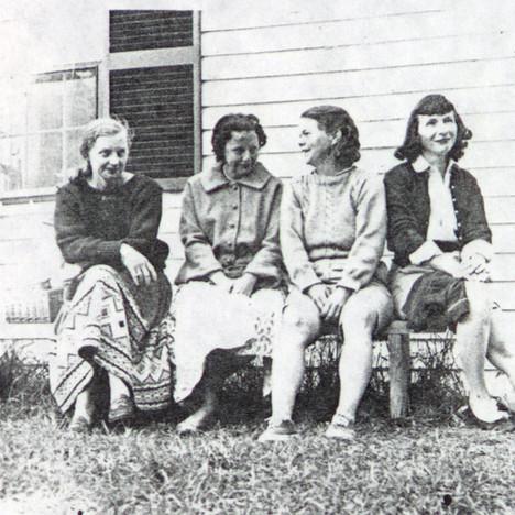 Poetic Quartet Wives Margaret Booth, Elizabeth Lowell, Betty Eberhart, Liz Hoffman outside Undercliff 1960