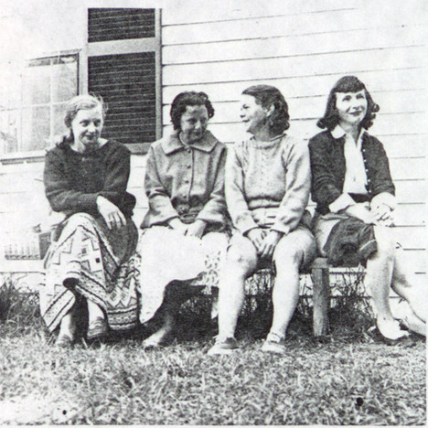 Poetic Quartet Wives Margaret Booth, Elizabeth Lowell, Betty Eberhart, Liz Hoffman outside Undercliff 1960