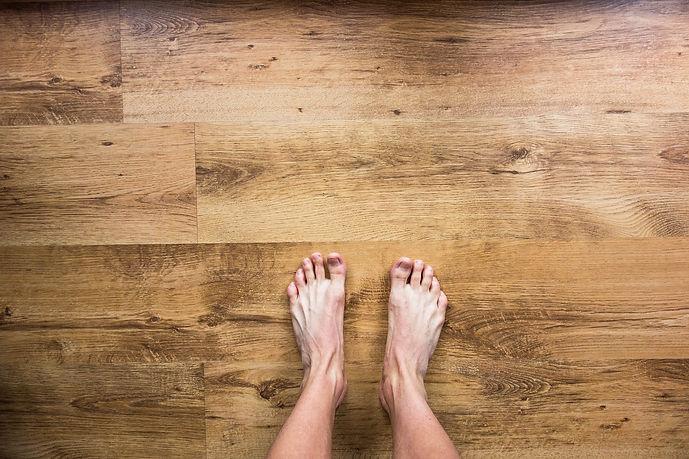 barefoot-2617757_1920.jpg