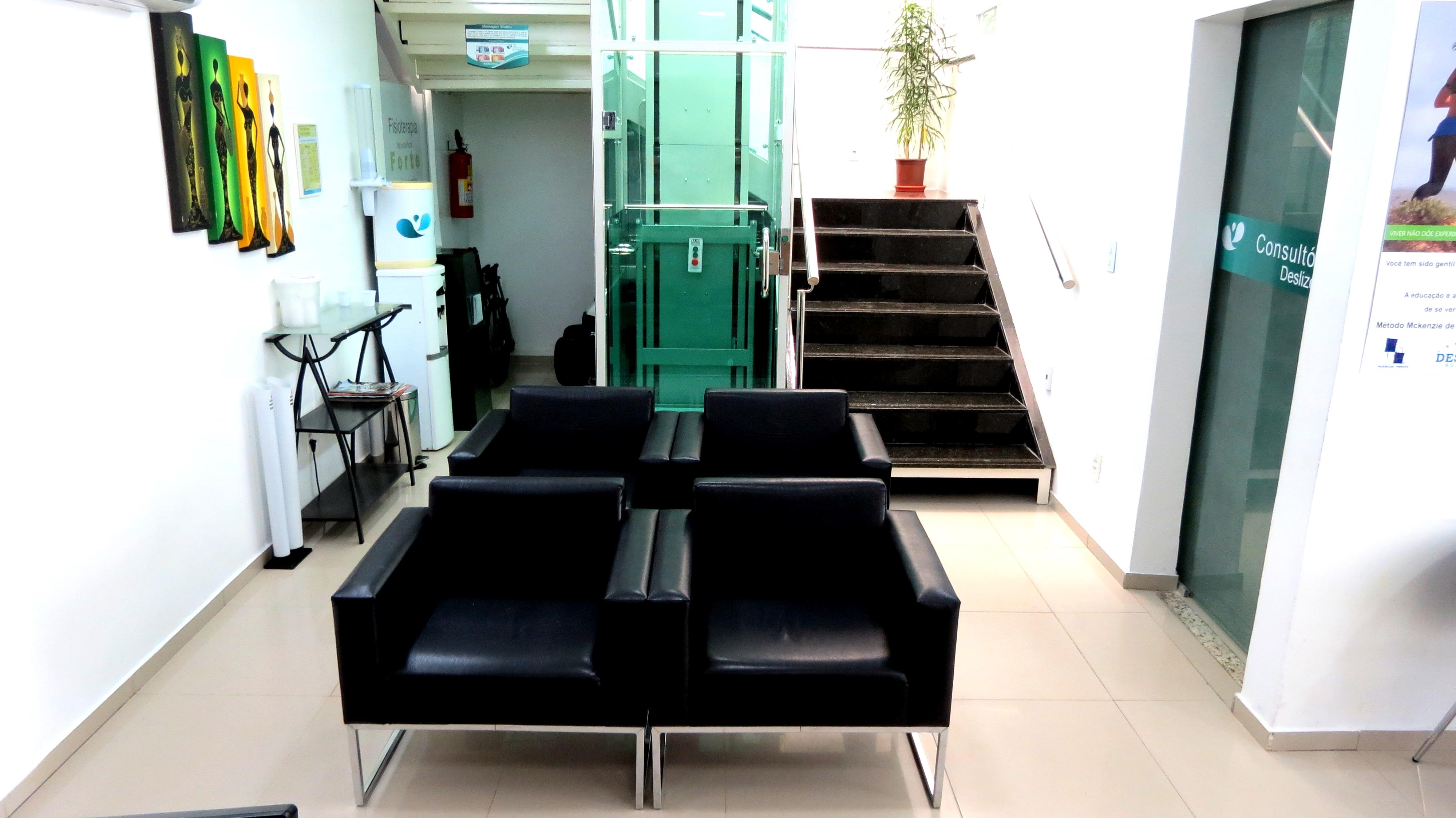 Recepção com elevador fisioterapia