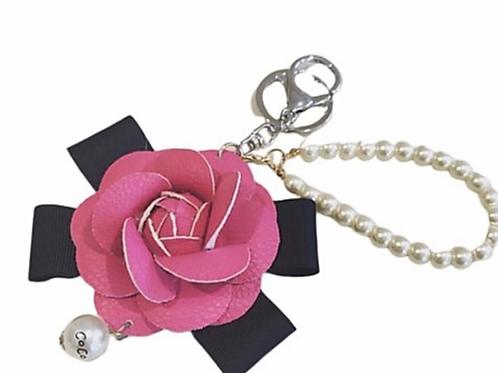 La petite surprise Couture Camelia Anhänger Pink