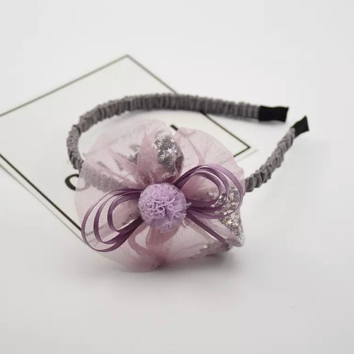 La petite surprise Couture Haarreifen Blume Flieder