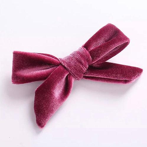 La petite surprise Couture Haarspange Samtschleife Himbeere