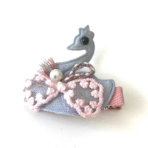 La petite surprise Couture Haarspange Schwan