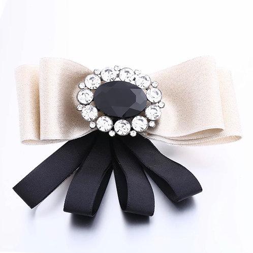 La petite surprise Couture Brosche Creme