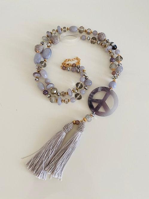 La petite surprise Couture Halskette Peace Grau