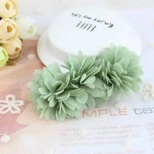 La petite surprise Couture Haarspange Blumen Pistazie