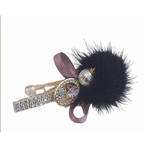 La petite surprise Couture Haarspange Pompom Schwarz