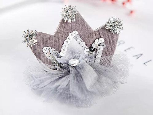 La petite surprise Couture Haarspange Krone Grau