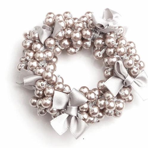 La petite surprise Couture Perlen Haargummi Taupe