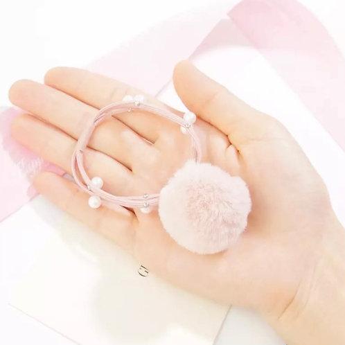 La petite surprise Couture Haargummi mit Pompom und Perlen Rosa