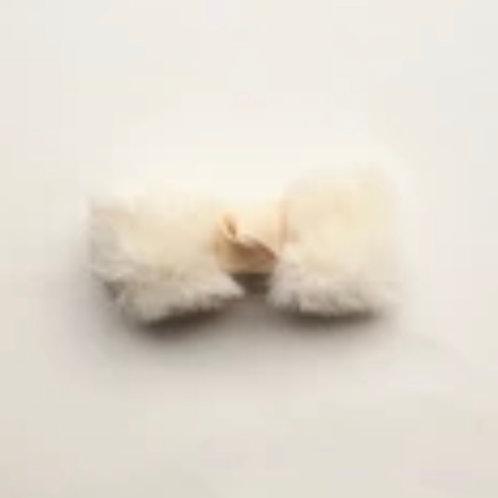 La petite surprise Couture Haarspange Fell Schleife Creme