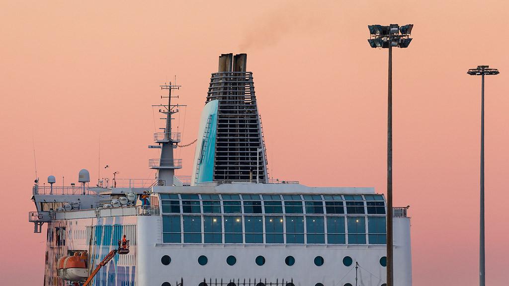 Porto di Livorno - Nave in manutenzione