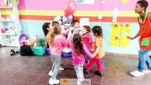 Ludoteca - los pequeños aprenden a conocer su cuerpo