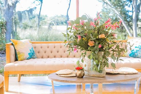 elegant-southern-wedding-floral-arrangem