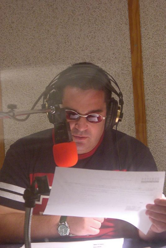 B רן יבנאי מקריין באולפן
