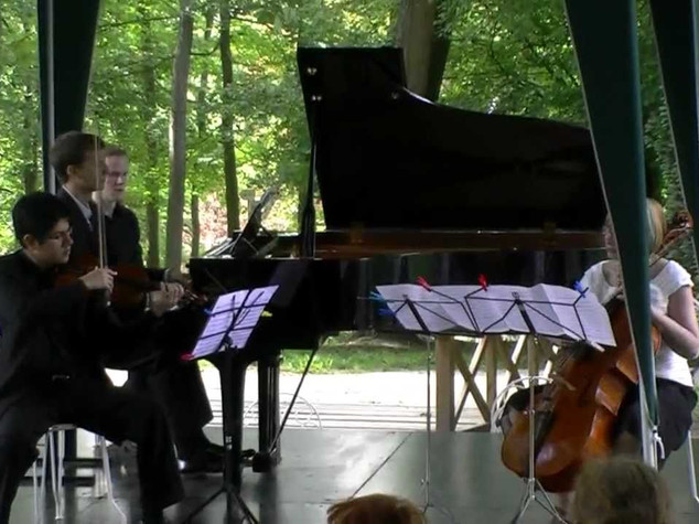 Saint-Saëns: Trio no. 1 in F major