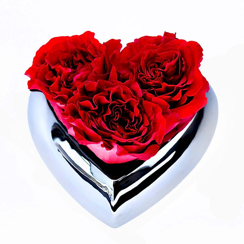 Aranjament trandafiri - Hearts in vas de ceramica argintiein forma de inima