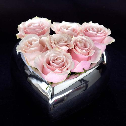 Aranjament flori - trandafiri roz in vas ceramic forma de inima