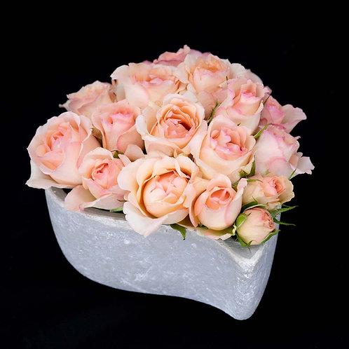 Aranjament flori - trandafiri Alina Perfumella vas in forma de inima