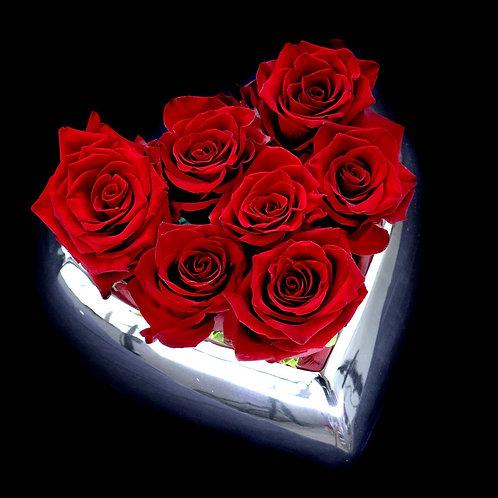 Aranjament trandafiri rosii in vas ceramic forma de inima