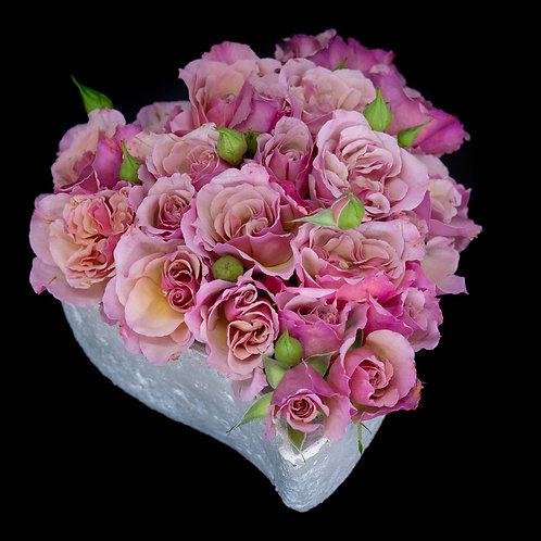 Aranjament trandafiri - Scented Whisper in vas de piatra