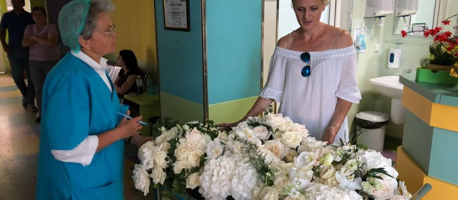 O tanara antreprenoare deschizatoare de drumuri in domeniul aranjamentelor florale de lux a organiza