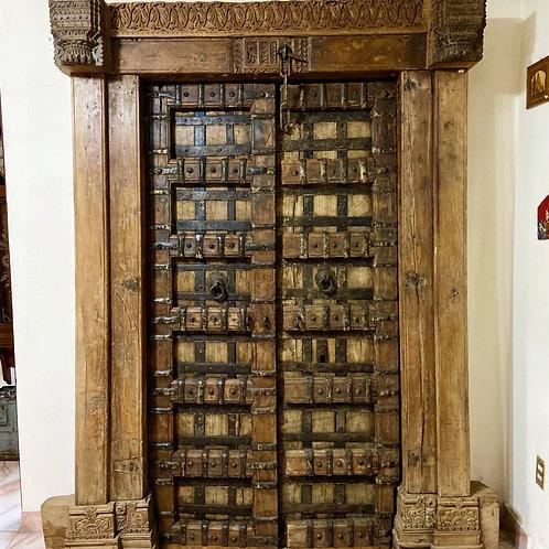Puerta Antigua de Madera de Teca y Herrajes India S. XVIII