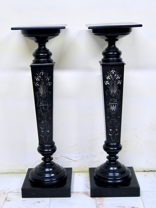 Par de Columnas Antiguas de Madera con Diseño Floral