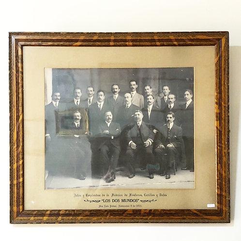 Fotografía de Jefes y Empleados de la Fábrica de Cerillos Los Dos Mundos
