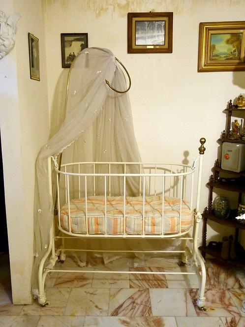 Cuna de Bebe Antigua Fierro y Latón Siglo XIX