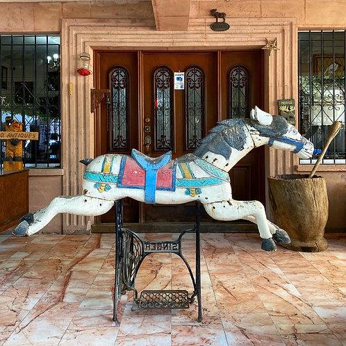 Caballo Antiguo de Carrusel Labrado en Madera Ca. 1900
