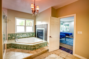 Bathroom Suite 1