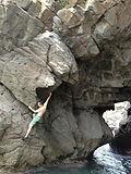先月の私。_仲間とキャンプ。_岩と海。.jpg