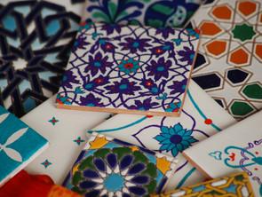 Hiszpańskie azulejos, marokańskie zellige, czyli miejsca, gdzie można kupić zjawiskowe płytki