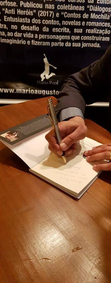 Autografando.jpg